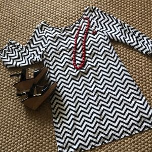 Dresses & Skirts - Black/White Chevron lined Dress with Bow Sz: Med.